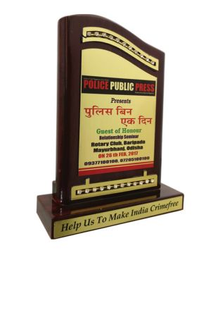 Diamond Studded Wooden Memento for Achievers of High-Stature